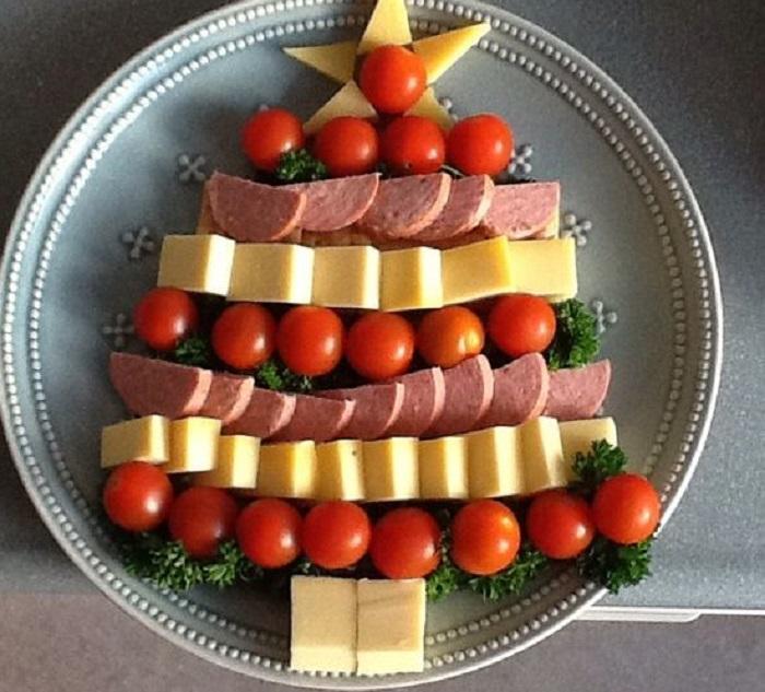 Albero da antipasto o da frutta per la tavola di Natale