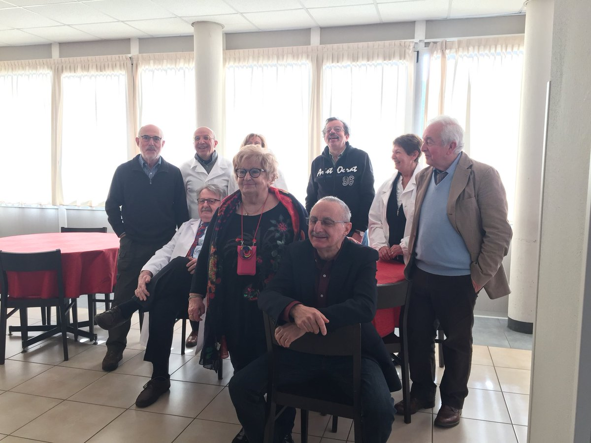 ex medici primari si riuniscono dopo la pensione per fornire visite specialistiche gratuite