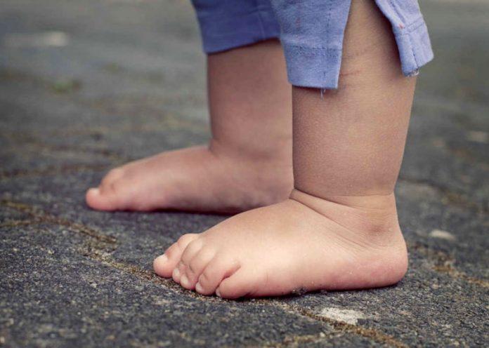 Camminare a piedi nudi? Ecco perché per i bambini è fondamentale