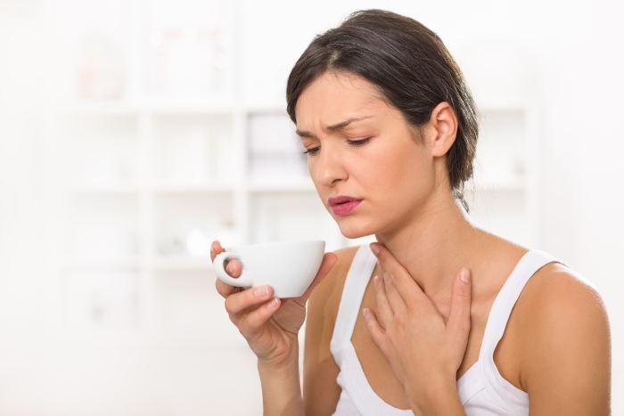 Mal di gola: come curarlo con rimedi naturali efficaci