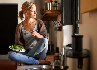 """Mindfulness, gli """"esercizi mentali"""" che aiutano a dimagrire e a mangiare meglio"""