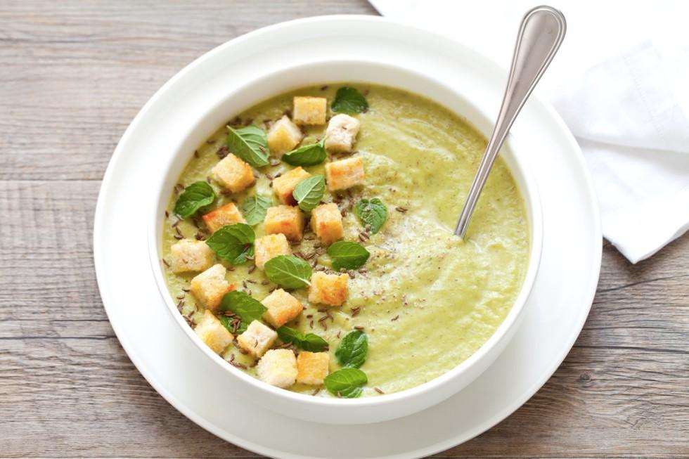 zuppa, vellutata di zucchine con parmigiano