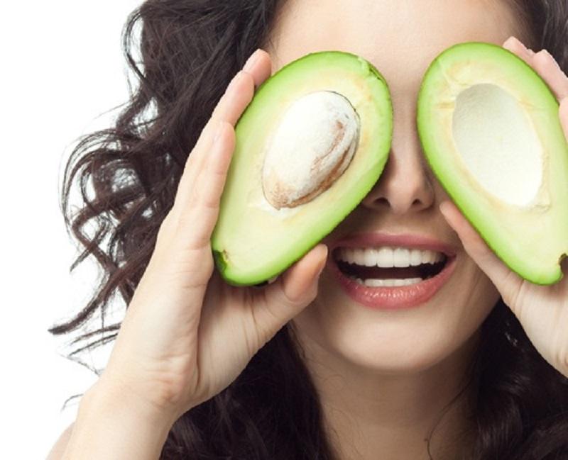 mangiare avocado: va lavato prima di sbucciarlo