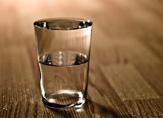 Acqua a digiuno la mattina? Fa benissimo, ma c'è un grave errore da evitare