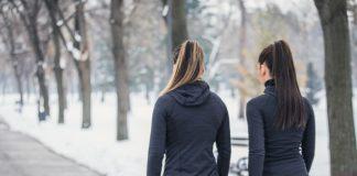 Camminare al freddo fa bene: 4 motivi per andare fuori anche in inverno