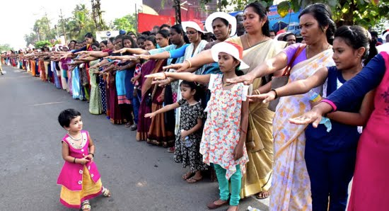 la manifestazione delle indiane contro la disuguaglianza di genere