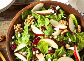 Insalata invernale con le mele: 4 ricette benefiche da provare