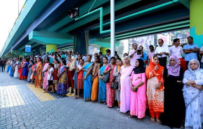 3 milioni di donne formano un muro lungo 620 km. Ecco la loro protesta
