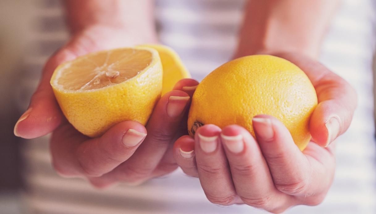 curare le unghie con il limone