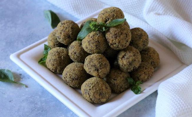 Polpette di bulgur e olive nere ricetta
