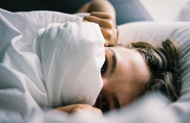 stare al caldo a letto sotto le coperte