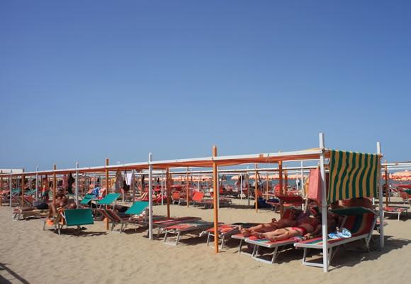 Niente sigarette in spiaggia