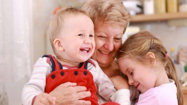 In Svezia verrà riconosciuto uno stipendio a tutte le Nonne che si prenderanno cura dei loro nipoti