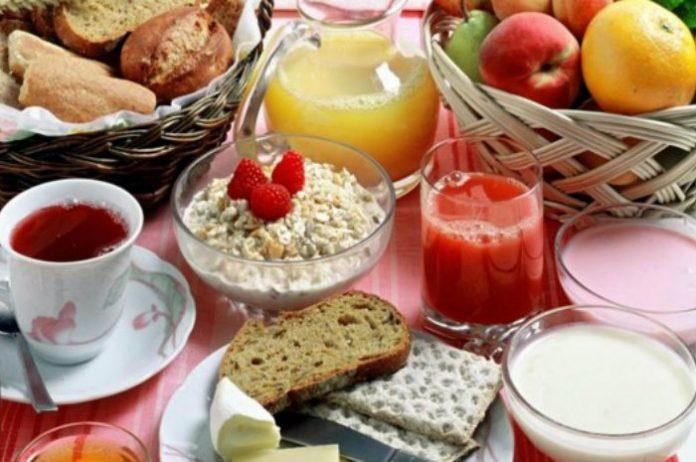 La colazione è il pasto in cui commettiamo più errori: ecco i 7 alimenti giusti per non prendere peso