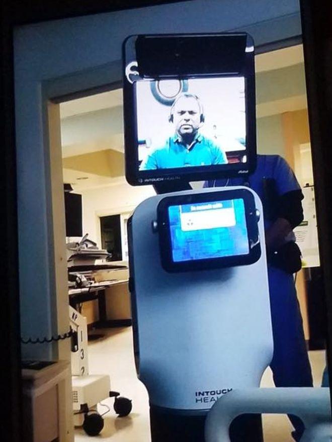 Paziente terminale informato da un robot: ospedale sotto accusa in California